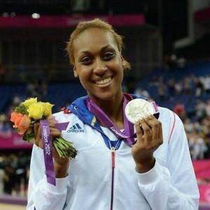 Sandrine-Gruda-avec-la-médaille-olympique-300x300