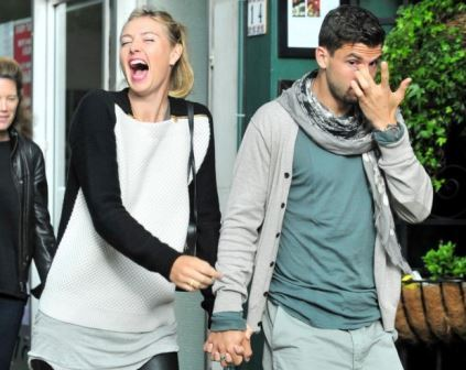 Sharapova-and-Dimitrov-visit-a-restaurant-in-London-2