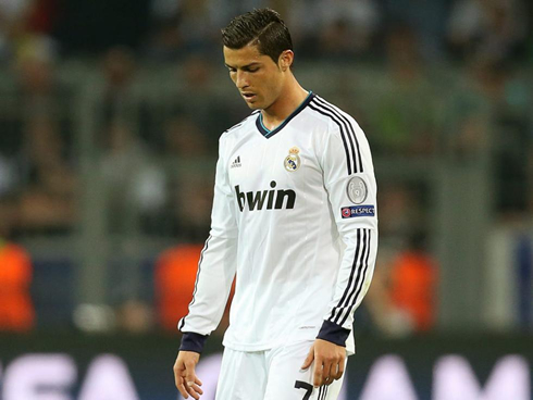 cristiano-ronaldo-663-putting-his-head-down-after-real-madrid-defeat-by-4-1-against-borussia-dortmund