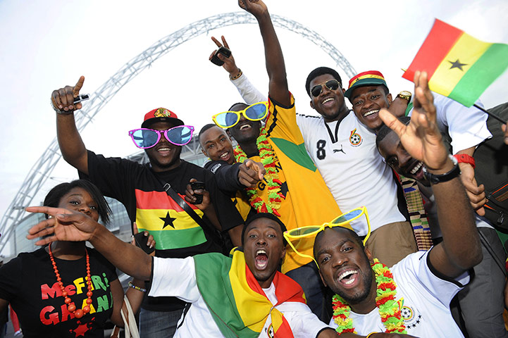 Ghanaian-fans-pose-for-th-001