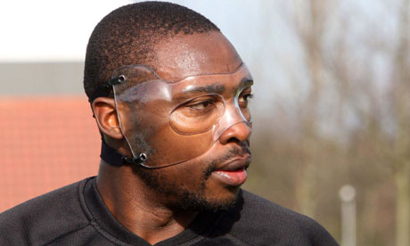 Shola-Ameobi-in-his-mask--007
