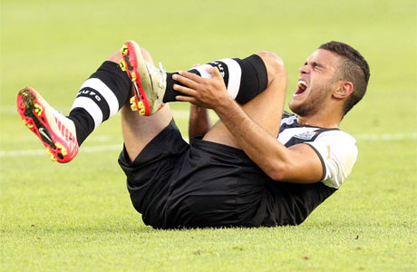 hatem-ben-arfa-is-injured-in-the-friendly-against-sporting-kansas-city-113079881