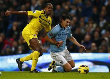 Manchester City's Barry challenges Reading's Leigertwood during their English Premier League soccer match in Manchester