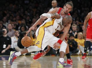 LA-Lakers-Chicago-Bulls-Noah_full_diapos_large-300x224