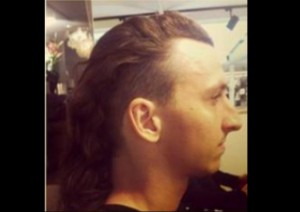 855-zlatan-ibrahimovic-a-rase-ses-cheveux-650x0-1-300x212