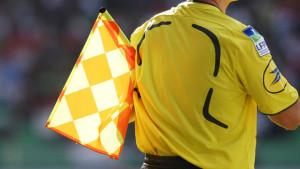 arbitres-avec-drapeau-3-300x169
