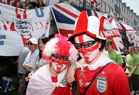 WORLD CUP 2006. England fans in the square for build up to Trini