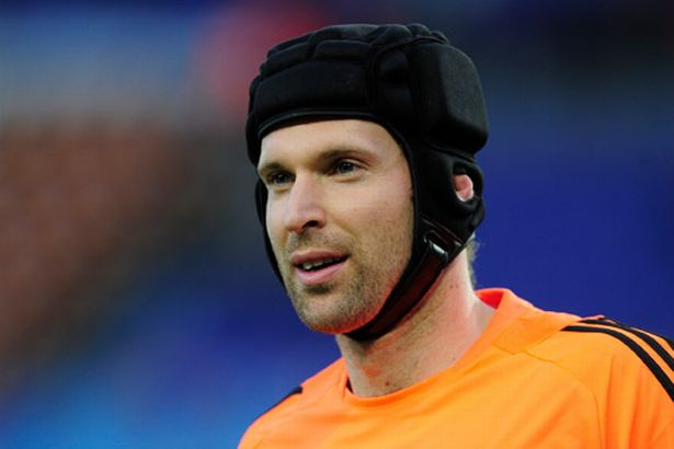 Chelsea's Czech goalkeeper Petr Cech stretches prior to the start the UEFA Champions League second leg semi-final football match against Bar-812710