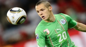 Algeria's defender Djamel Mesbah eyes th