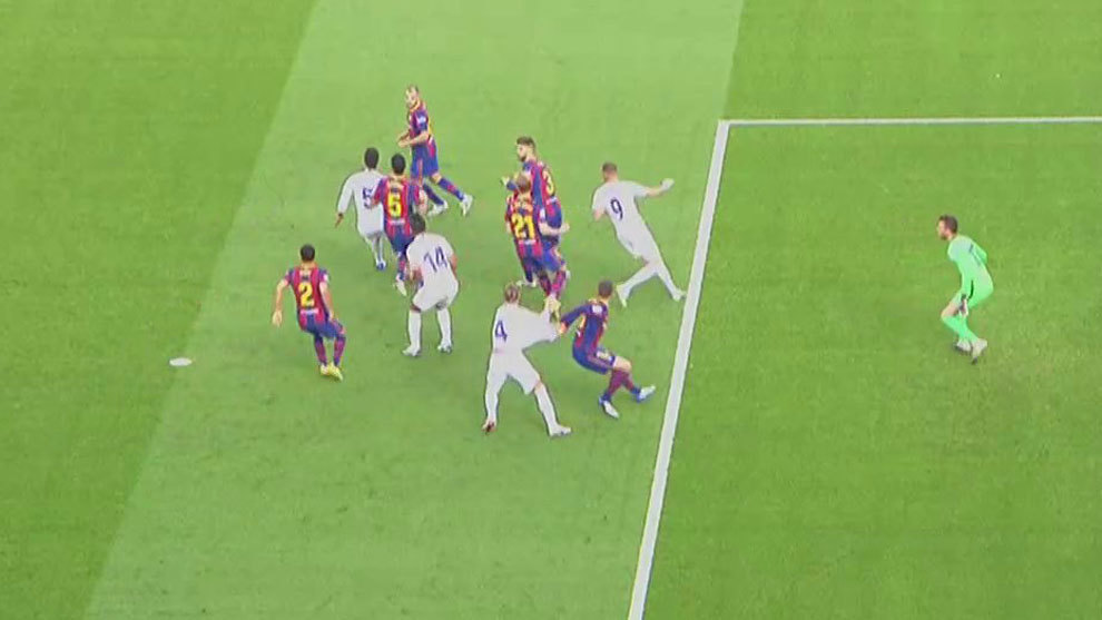 The picture of Lenglet's foul on Ramos.
