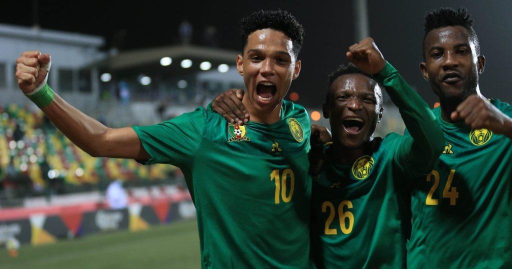 Etienne Eto'o and teammates celebrating.