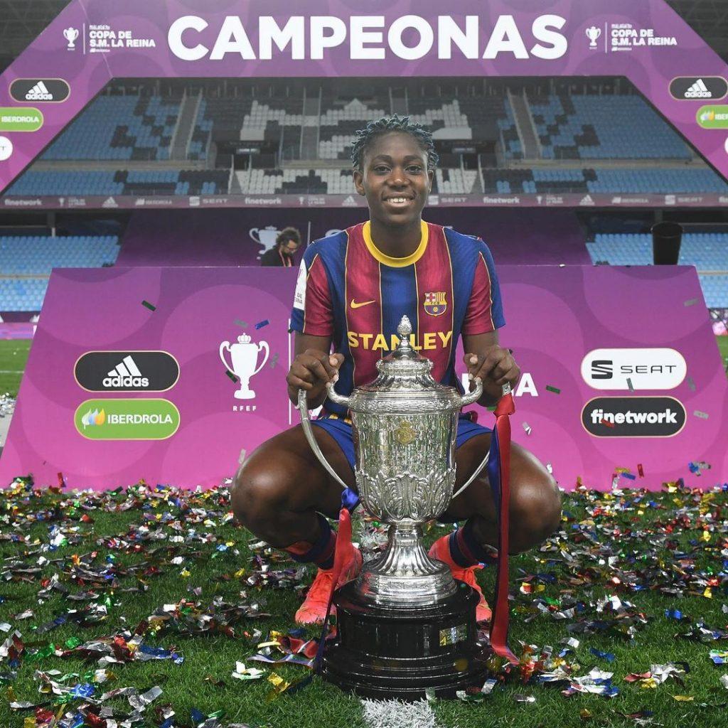 Asisat Oshoala with Copa de la Reina trophy.