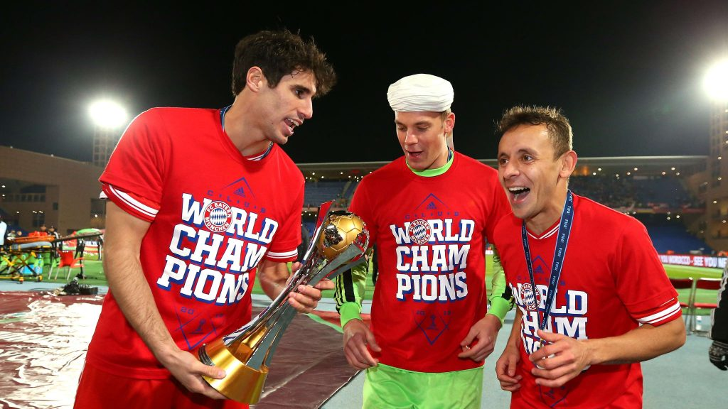 Manuel Neuer celebrating with teammates the 2013 Club World Cup title.