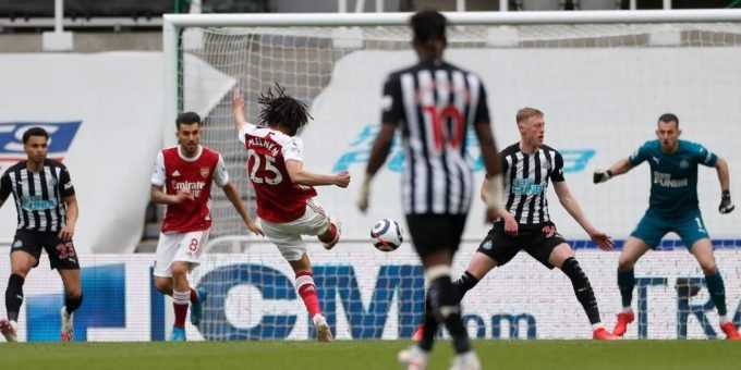 Mohamed Elneny scoring against Fulham.