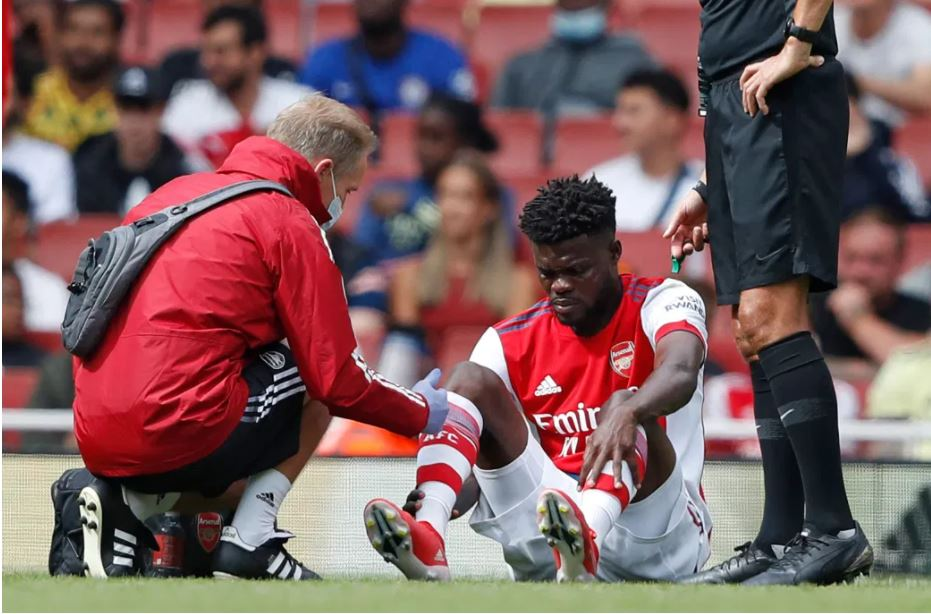 Thomas Partey sitting on the field after his injury.