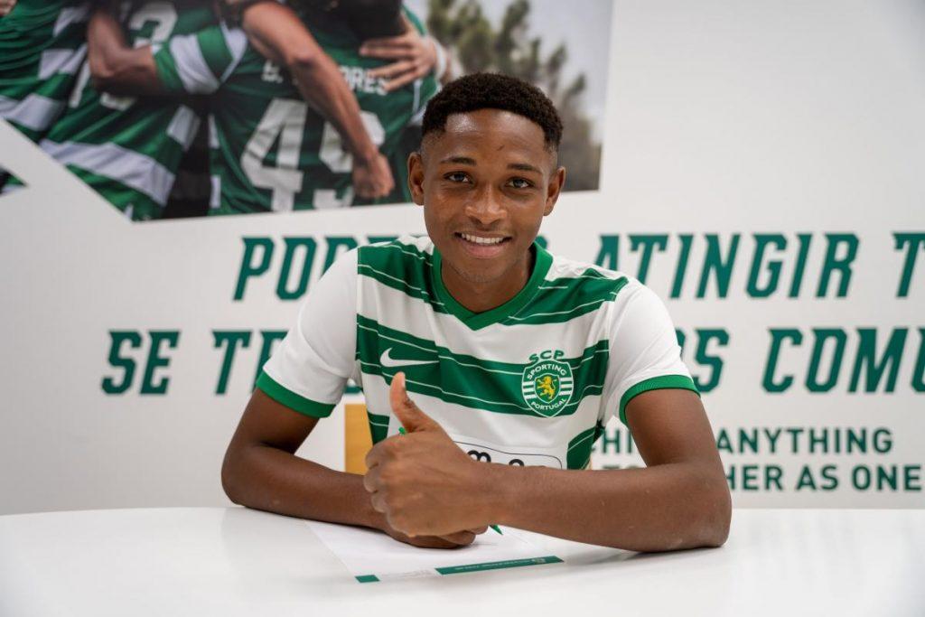 Lamarana Jallow signing his contract.