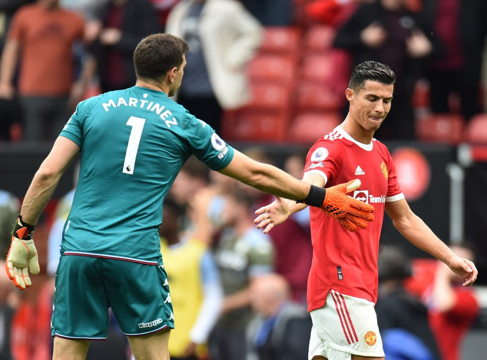 Emiliano Martinez and Cristiano Ronaldo after Fernandes' miss.